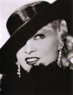 """""""A dame that knows the ropes isn't likely to get tied up.""""  -Mae West"""