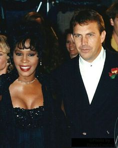 Whitney Houston and Kevin Costner Beverly Hills, Kevin Costner Whitney Houston, The Bodyguard Movie, Whitney Houston Pictures, Beautiful Men, Beautiful People, Diana, Hollywood, Female Singers