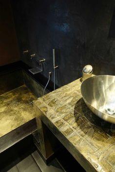 piano lavandino con resina rilievo e vasca con resina e oro