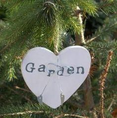 Wooden 'garden' sign