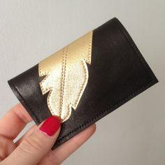 """Porte-cartes en cuir pour femme noir en agneau plongé orné d'un motif plume or cousu doublure coton """"origami"""" : Etuis, mini sacs par lucky-rosetta"""