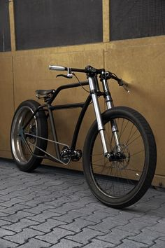 I love the forks and clip on bars on this immaculate Ruff Porucho.