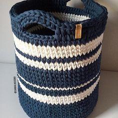 327 likes 9 comments Crochet Home Decor, Crochet Art, Tapestry Crochet, Love Crochet, Crochet Crafts, Crochet Stitches, Crochet Projects, Crochet Bedspread Pattern, Crochet Basket Pattern