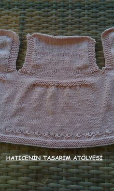 Another of those simply beautiful vests - help required to deconstruct from picture Baby Cardigan, Baby Pullover, Knitting For Kids, Crochet For Kids, Crochet Baby, Baby Dress Patterns, Baby Knitting Patterns, Clothing Tags, Baby Kind