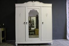Antiker großer Kleiderschrank mit Spiegel shabby von shabby-perfekt-unperfekt auf DaWanda.com