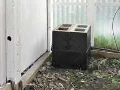 Heating greenhouse w/o electricity. Article from Mike's Backyard Garden