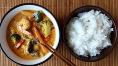 Curry rojo con gambas y verduras