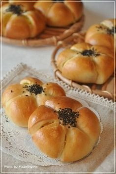 How about a snack? Sweet potato on We Heart It Bread Dough Recipe, Bakery Menu, Bread Shaping, Bread Bun, Cafe Food, Daily Meals, Food And Drink, Cooking Recipes, Yukari