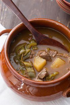 Gulash ungherese: un secondo così delizioso che si scioglie in bocca. Prepara con le tue mani uno dei piatti simbolo della cucina ungherese!  [Easy Hungary goulash recipe]