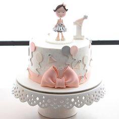 Birthday party kind of cake :) #mutludukkan #sekerhamuru #butikpasta #sugarart