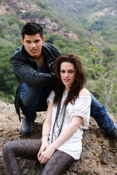 """Kristen Stewart and Taylor Lautner in a photo shoot for """"Entertainment Weekly"""" magazine aug 2009......"""