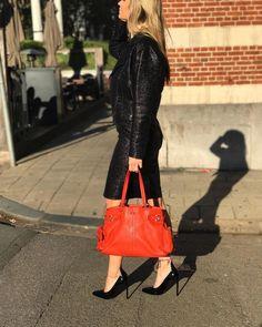 ce49886832b7 Labellov Shop Authentic Vintage Luxury Designer Handbags Online. Vind  tweedehands designer handtassen, kleding, juwelen, accessoires.