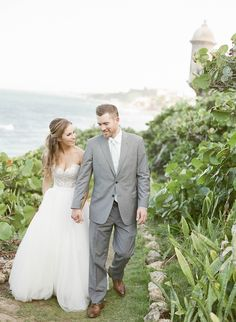 destination weddings in Puerto Rico - photo by Lisa Blume Photography http://ruffledblog.com/destination-wedding-in-a-puerto-rican-rainforest