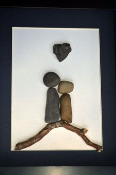 Simple, but effective. Stone Couple on Driftwood with Heart Rock. 8 X 10 par SticksnStone Stone Crafts, Rock Crafts, Arts And Crafts, Diy Crafts, Crafts With Rocks, Driftwood Projects, Driftwood Art, Art Rupestre, Art Pierre
