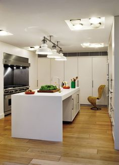 Modern Kitchen by Shelton, Mindel & Associates and Anthony Close-Smith in London