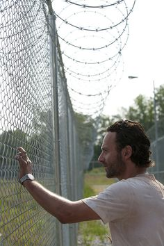 Picture: Andrew Lincoln in 'The Walking Dead.' Pic is in a photo gallery for Andrew Lincoln featuring 181 pictures. Walking Dead Zombies, Walking Dead Tv Series, Walking Dead Season, Fear The Walking Dead, Andrew Lincoln, Rick Grimes, Judith Grimes, Archie Comics, Transformers