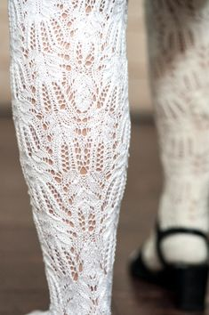 Lace in calf according to chart C