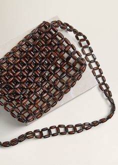 Discover the latest trends in Mango fashion, footwear and accessories. Beaded Bags, Beaded Jewelry, Wooden Bag, Mango Outlet, Diy Handbag, Fabric Bags, Micro Macrame, Knitted Bags, Handmade Bags