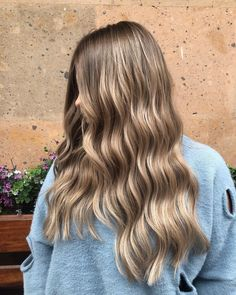 Whether you are blonde or brunette, a balayage technique can enhance both dark and light hair color. Spice up your bob or lob or longer haircut. Dark Blonde Balayage, Dark Blonde Hair Color, Blonde Hair Looks, Brown Hair Balayage, Brown Blonde Hair, Blonde Highlights, Dark Hair, Hair Lights, Light Hair