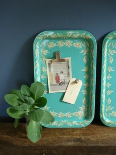 The Well-Appointed Desk — Use a favorite vintage metal tray as a message. Craft Projects, Projects To Try, Craft Ideas, Fun Ideas, Diy And Crafts, Arts And Crafts, Decoupage, Metal Trays, Tv Trays