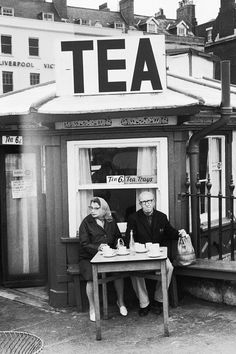 ratak-monodosico: Tea, England, United Kingdom, 1967. photo: Tony Ray-Jones. bar à thé mariage