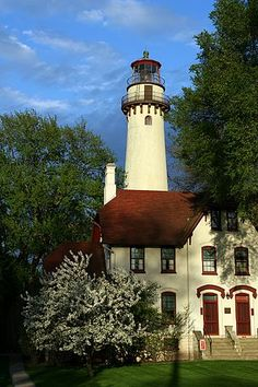 Grosse Pointe Lighthouse, Evanston, Illinois  i want to go see this light house so going on my bucket list!