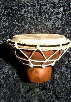 Yembé. Tambor Africano Artesanal, En Mate Y Lonja. - u