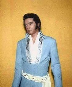 Elvis Presley in Blue Tapestry Jumpsuit. Lisa Marie Presley, Priscilla Presley, Brocade Suits, Are You Lonesome Tonight, Elvis In Concert, Elvis Presley Photos, Idole, Blue Jumpsuits, Artists