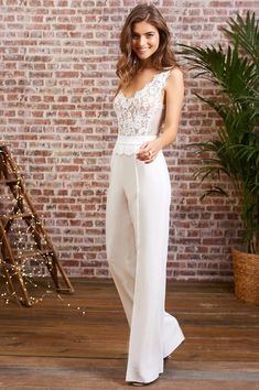 Wedding Gowns with Pants (Page Brides in Pants If we ask what it means to marry for a girl, we're certain that we'll get totally different solutions from all ladies. Many ladies who. Wedding Gowns with Pants Bridal Pants, Wedding Jumpsuit, Bridal Robes, Wedding Pantsuit, Wedding Attire, Wedding Gowns, Cooler Look, Civil Wedding, Elegant Outfit