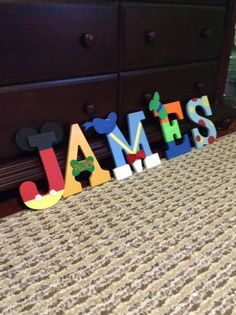 Character wooden Letters  Customized por MimisMemoriesnTreats