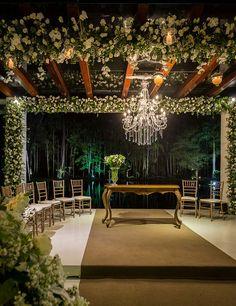 decoração cerimônia de casamento clássico com branco madame fiori