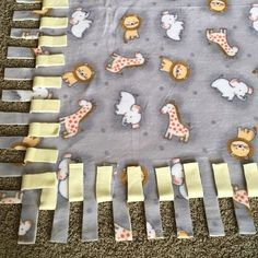 How to make a tie blanket! - How to make a tie blanket! Diy Knot Blankets, Diy Tie Blankets, Flannel Baby Blankets, Knitted Blankets, Fleece Blankets, Homemade Blankets, Fleece Crafts, Fleece Projects, Baby Crafts
