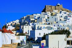 Whitewashed houses in Greece Windmills, Greek Islands, San Francisco Skyline, Greece, Places To Visit, Castle, Around The Worlds, Houses, Adventure