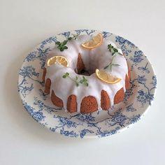 lemon mug cake Pretty Cakes, Cute Cakes, Good Food, Yummy Food, Cute Desserts, Cafe Food, Aesthetic Food, Sweet Recipes, The Best