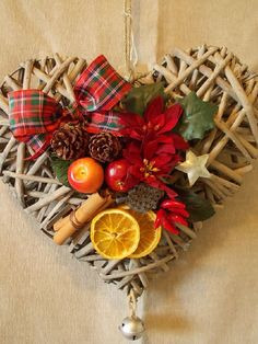 This is so pretty. You could make this for any room or occasion. Christmas Hearts, Christmas Mood, Christmas Gifts, Christmas Ornaments, Handmade Christmas Decorations, Heart Decorations, Holiday Decor, Navidad Diy, Wicker Hearts