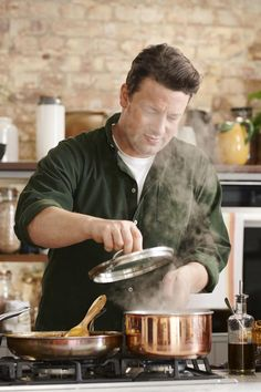 Jamie Oliver launched a brand new cooking series to help you create delicious meals during lockdown, using whatever ingredients you have in your kitchen Jaimie Oliver, Chef Jamie Oliver, Kitchen Recipes, Cooking Recipes, Meal Recipes, Chef Recipes, Jamie Oliver Healthy Recipes, Bh Tricks, Jamie's 15 Minute Meals