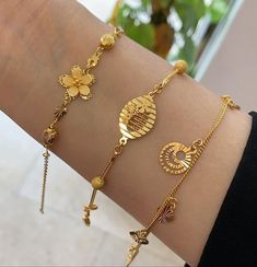 Design of gold bracelet can be found in varieties of style. If you want to get glamorous bracelet in gold you can. Gold Ring Designs, Gold Bangles Design, Gold Earrings Designs, Gold Jewellery Design, Bracelet Designs, Designer Jewellery, Handmade Jewellery, Stylish Jewelry, Fashion Jewelry