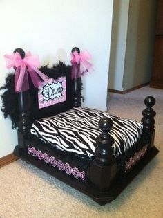 16 Diy Pet Bed Ideas, Make The Most Comfy Arrangements For Your Pets (diy dog houses for winter) Diy Pet, Diy Dog Bed, Pet Beds Diy, Cat Beds, Puppy Beds, Dog Furniture, Cheap Furniture, Furniture Dolly, Furniture Outlet