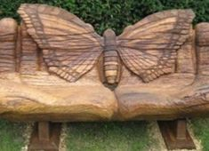 Lawn carved bench, it would be a cool addition eh? Into The Woods, Outdoor Seating, Outdoor Decor, Outdoor Living, Oak Bench, Bench Designs, Paper Butterflies, Beautiful Butterflies, Diy Wood Projects