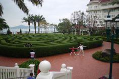好大的綠地迷宮啊