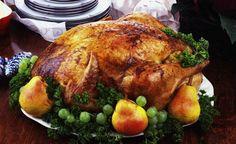 Com o fim de ano se aproximando, logo pensamos no cardápio de Natal. Um dos pratos preferidos dessa época é o peru. Essa receita também tem a opção de ser recheada com a tradicional farofa de Natal. Veja também Receita de lagarto recheado de Natal Receita de lenti