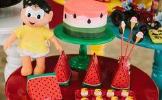 """""""Fazendo a Festa"""" é um programa que, a cada episódio, realiza uma festa infantil para um aniversariante mirim, com idade entre 4 e 12 anos. Apresentado por Fernanda Rodrigues, que está de volta da licença-maternidade, """"Fazendo a Festa"""" traz uma missão bem definida: realizar uma festa de aniversário utilizando a máxima """"do it yourself"""" ou """"faça você mesmo"""", em que ideias simples e inventivas fazem a diferença. O conceito é recuperar as festas de """"antigamente"""", quando grande parte da…"""