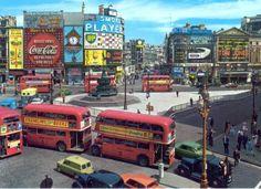 Maravillosa foto de Picadilly Circus, Londres, 1963