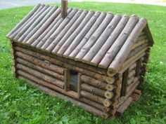 Coolest log cabin dollhouse, to go in your life-size log cabin. #coolvintagefind #dollhouse