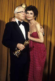 Geçmişten Günümüze Oscar'ın En İyi Kırmızı Halı Görünümleri ♥♥♥ Past to Present on Oscar's Best Red Carpet Appearance & Audrey Hepburn 1976
