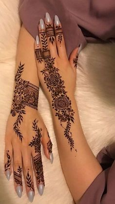 Here are some latest henna designs inspiration. Pretty Henna Designs, Modern Henna Designs, Latest Henna Designs, Finger Henna Designs, Arabic Henna Designs, Wedding Mehndi Designs, Henna Designs Easy, Henna Tattoo Designs, Designs Mehndi