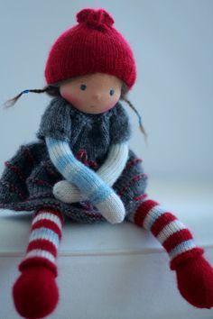 Waldorf knitted doll Mary 13 by Peperuda dolls by danielapetrova Beautiful doll! Knitted Dolls, Crochet Dolls, Dolly Doll, Silicone Baby Dolls, Little Pet Shop, Bear Doll, Needle Felted Animals, Waldorf Dolls, Fairy Dolls