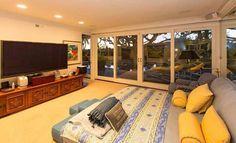 La chambre de l'ex villa d'Elvis Presley à Beverly Hills, Los Angeles, actuellement disponible à la location.