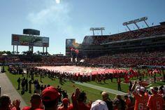 Saiba como foi nossa experiência de ver um jogo da NFL no estádio.