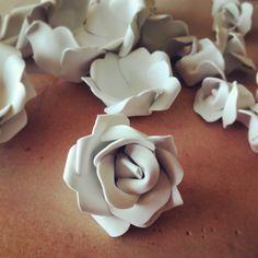 Como hacer un ramo de rosas de goma eva.